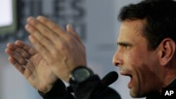 Henrique Capriles calificó como fraude la decisión del Tribunal venezolano que avaló la designación de Nicolás Maduro como presidente encargado.