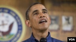 ປະທານາທິບໍດີ Barack Obama ກ່າວຄໍາປາໄສ ຕໍ່ບັນດາ ຄອບຄົວທະຫານ ທີ່ຄ້າຍທະຫານແຫ່ງນຶ່ງ ໃນລັດຮາວາຍ