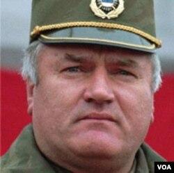 Jenderal Serbia Ratko Mladic yang terlibat kejahatan perang semasa Perang Bosnia tahun 1990-an.