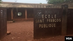 The Saint Francois Public School in Bangui was occupied by anti-balaka militia starting in December 2013. The school re-opened in February 2016 after rehabilitation by the CAR government and UNICEF. (Z. Baddorf/VOA)
