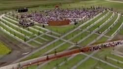 荷兰纪念2014空难 为马航17纪念碑揭幕