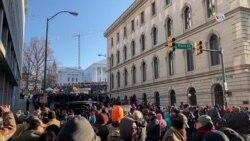 Civiles armados defienden la segunda enmienda en Virginia