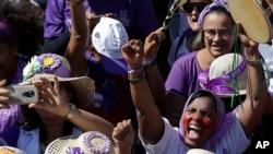 Abakenyezi mu rugendo rwitiriwe Margaridas, imbere y'inama nshingamateka, kuwa gatatu, itariki 14/08/2019