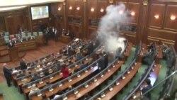 Gaz lotsjellës në parlamentin e Kosovës