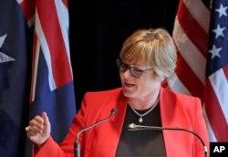 린다 레이놀즈 호주 국방장관.