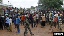 Des manifestants protestent contre les meurtres de deux habitants plus tôt dans la matinée à Beni, Nord-Kivu, RDC, 22 octobre 2014.