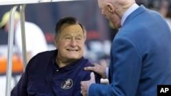 Ông Bush cha phải nhập viện vì khó thở.