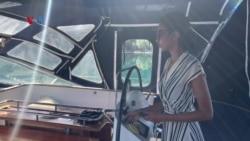 Perempuan Asal Surabaya Hidup Nomaden di Kapal, Bersihkan Plastik dari Pantai Norwegia