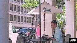 Džesi Rauč je zamenio radni sto u kancelariji stolom u kafiću i kompjuterom