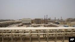 ایران گفته است به زودی صادراتش را به دو میلیون بشکه در روز می رساند.