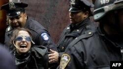 Nyu-York polisi 200-dən çox nümayişçini həbs edib
