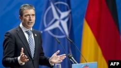 Tổng thư ký NATO Anders Fogh Rasmussen phát biểu tại hội nghị ở Berlin