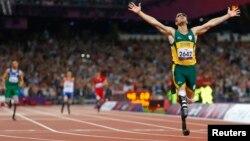Oscar Pistorius saat menjuarai final 400 meter dalam Paralimpiade London (8 September 2012).