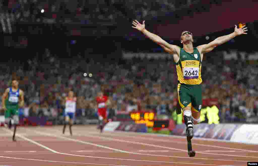Oscar Pistorius celebrates winning the men's 400 meter final during the London 2012 Paralympic Games, Sept. 8, 2012.