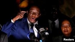 짐바브웨의 과도정부를 이끌 에머슨 음난가그와 전 부통령이 22일 지지자들을 향해 연설하고 있다.
