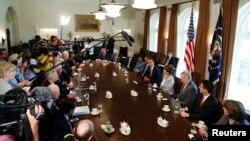 Prezident Barak Obama har ikki yirik partiyaning Kongressdagi yetakchi qonunchilari bilan Suriyani nishonga olish masalasi xususida gaplashmoqda, Oq uy, Vashington, 3-sentabr, 2013-yil