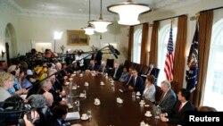 Rencontre du 3 septembre 2013 sur la Syrie entre le président Obama et un groupe de législateurs démocrates et républicains, à la Maison Blanche