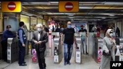 ورود مسافران به یکی از ایستگاههای مترو تهران