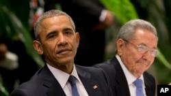 美国总统奥巴马和古巴主席劳尔·卡斯特罗在哈瓦那革命宫的国宴上(2016年3月21日)