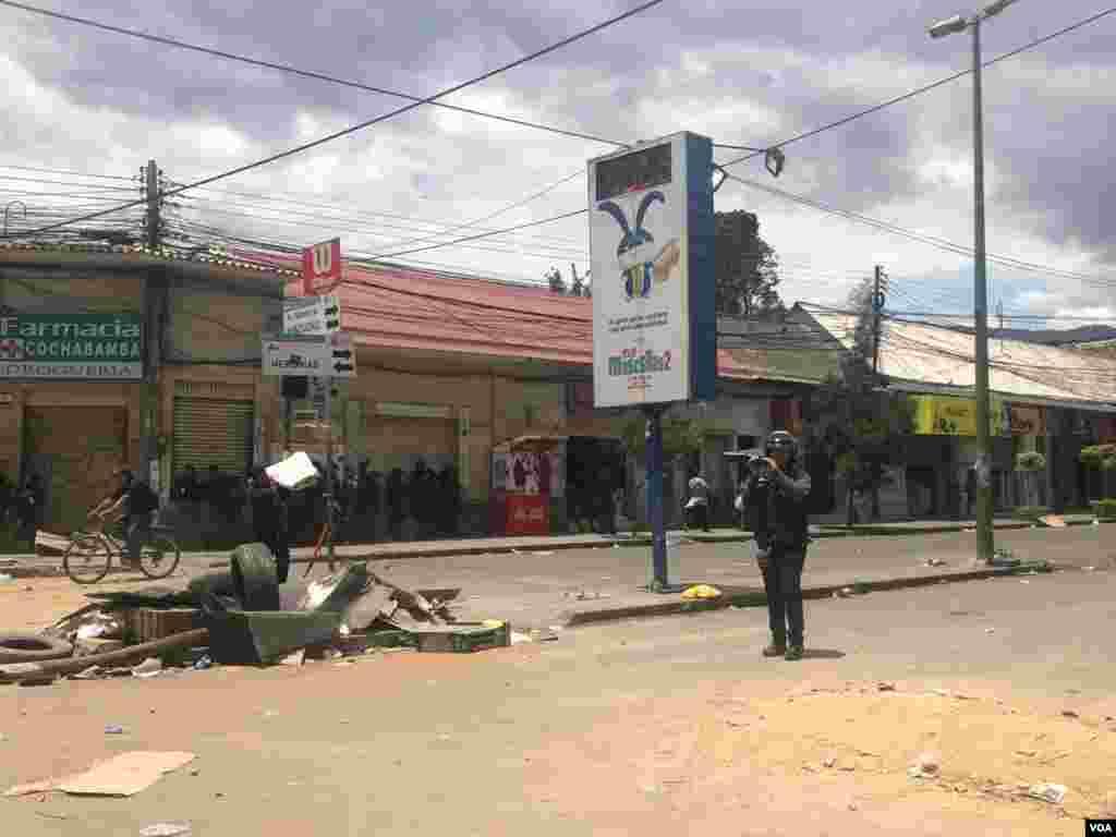 Varias calles fueron bloqueadas para impedir el paso de vehículos.