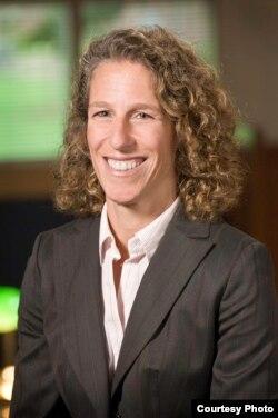 路易斯安那州法学院刑法学教授简•霍菲尔(Jane Hoeffel)