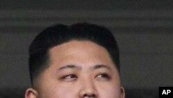 후계자로 추대되는 김정은 (자료사진)