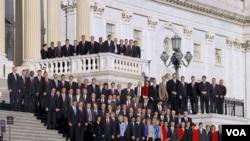 Los nuevos congresistas, mayoritariamente republicanos, participaron de cursos de preparación para su trabajo como legisladores y posaron para la foto en el Capitolio de Washington.