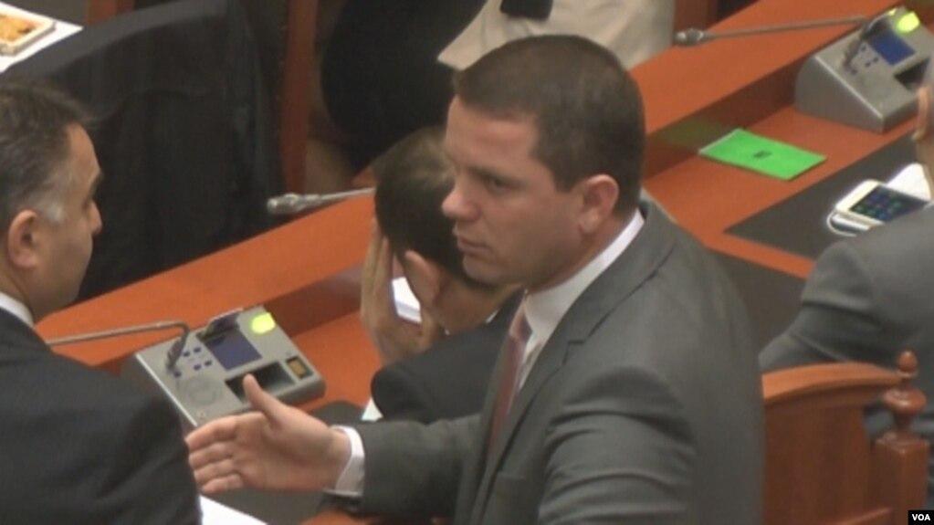 Prenga lë mandatin e deputetit