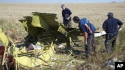 International Investigators Begin Work at Crash Site in Ukraine
