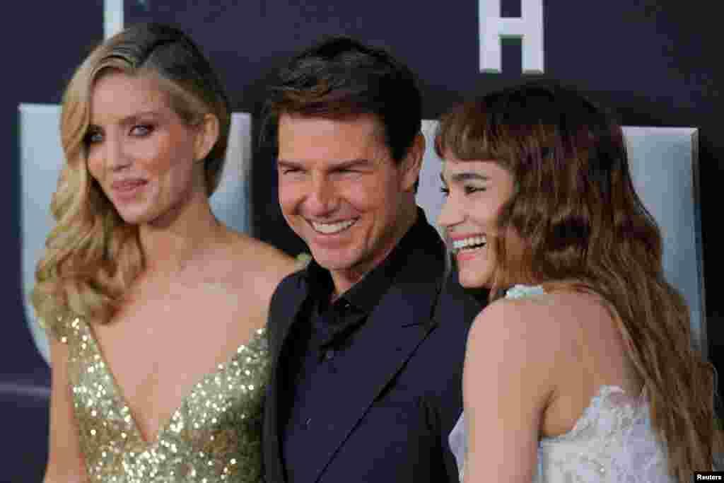 """《新木乃伊》(""""The Mummy"""" ,又名《神鬼传奇》)的演员汤姆·克鲁斯, 安娜贝拉·沃丽丝 (左,Annabelle Wallis)和苏菲亚·波提拉参加该影片的纽约首映式(2017年6月6日)。《新木乃伊》6月9日开始在中国公映。"""