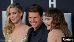3 นักแสดงนำของเรื่อง นำโดย Tom Cruise (กลาง) Annabelle Wallis (ซ้าย) และ Sofia Boutella (ขวา)