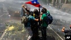 智利學生與警察發生衝突。