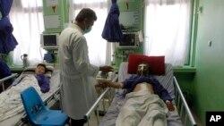 Herat bölge hastanesine kaldırılan yaralılardan bazıları, hava kuvvetlerinin bombardımanı sırasında bir düğünde bulunduklarını söyledi
