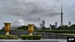 Masjid Agung Istiqlal di Jakarta, terlihat dari taman pusat ibu kota di Jakarta, 12 Desember 2019. (Foto: dok).