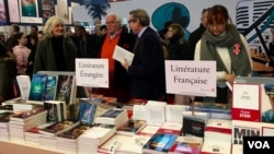 The Paris book fair opens up to other nations but is a key vehicle to champion French literature. (L. Bryant / VOA)
