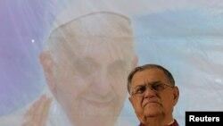 Pimpinan Gereja Katholik di Yerusalem Fouad Twal, dalam konferensi pers di bagian utara kota Haifa (11/5).
