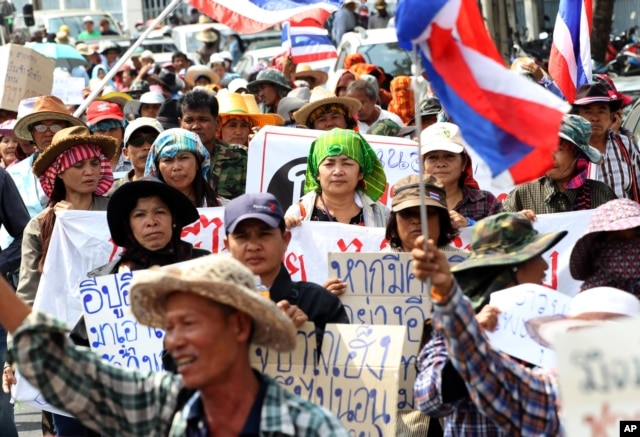 FILE - Thai farmers march through the street during a rally to put pressure on the Office of the Anti-Corruption Commission in Bangkok, Thailand, Feb. 7, 2014.