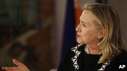 លោកស្រីរដ្ឋមន្រ្តីការបរទេសសហរដ្ឋអាមេរិក ហ៊ីលឡារី គ្លីនតុន (Hillary Rodham Clinton)។