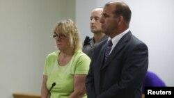 Joyce Mitchell đã nhận tội tuồn lưỡi cưa và mũi khoan nhét trong thịt hamburger đông lạnh cho hai tù nhân vượt ngục.