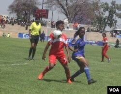 Abanye abadlali benguqu abakumcintiswano weCOSAFA Women's Championships koBulawayo.
