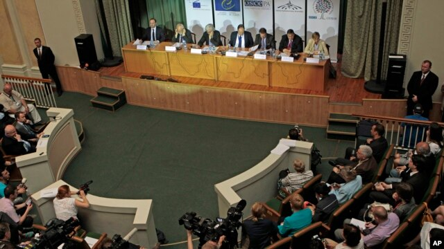 International observers from the Organization for European Security and Cooperation give a press briefing in Kyiv, Ukraine, May 26, 2014.