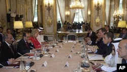 French President Nicolas Sarkozy, third from right, addresses members of the Libya Contact Group during a meeting at the Elysee Palace in Paris, Sept 1, 2011.