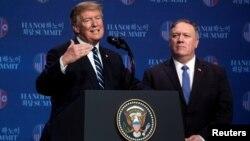 도널드 트럼프 미국 대통령과 마이크 폼페오 국무장관이 지난해 2월 베트남 하노이에서 2차 미-북 정상회담을 마친 후 기자회견을 했다.