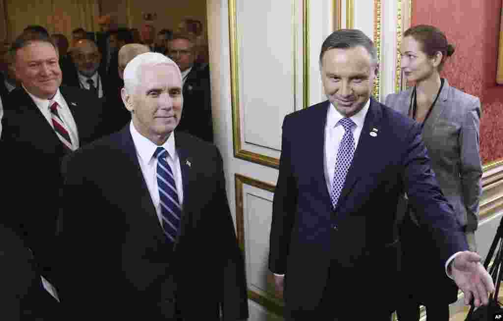 مایک پنس معاون رئیس جمهوری آمریکا از سوی رئیس جمهوری لهستان برای ضیافت شام، چهارشنبه شب در آغاز کنفرانس ورشو مورد استقبال قرار گرفت.