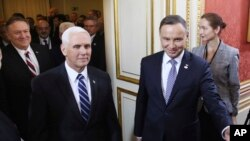استقبال رئیس جمهوری لهستان از مایک پنس و مایک پمپئو