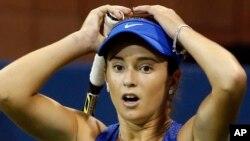 CiCi Bellis se lamenta luego de perder un punto contra Zarina Diyas.
