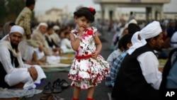 ຊາວມຸສລິມ ສະຫລອງ ບຸນ Eid al-Fitr