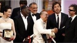 ژولیت بینوش، برنده بهترین بازیگر زن جشنواره کن خواستار آزادی بی قید و شرط جعفر پناهی از زندان اوین شد