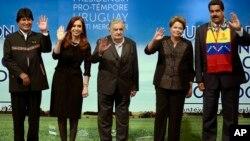 Los presidentes de Bolivia, Evo Morales; de Argentina, Cristina Fernández; de Uruguay, José Mujica; de Brasil, Dilma Rousseff y de Venezuela, Nicolás Maduro, en la Cumbre del Mercosur.