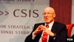 美國前財長保爾森在華盛頓的一個研討會上(美國之音莉雅拍攝)
